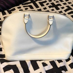 Authentic lv purse. Excellent condition